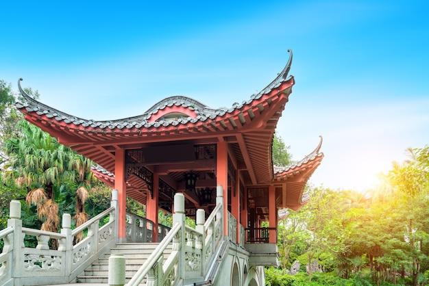 Uma ponte com características étnicas, liuzhou, guangxi, china.
