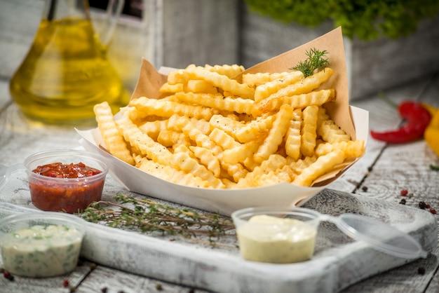 Uma porção de batatas fritas