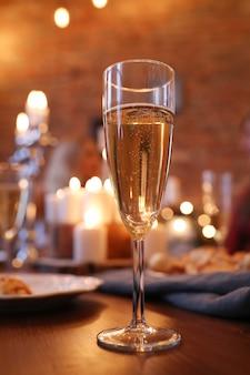 Uma taça de champanhe