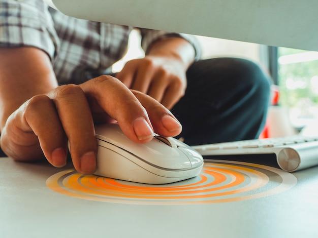 Uma tecnologia de controle de mouse de computador para compras on-line