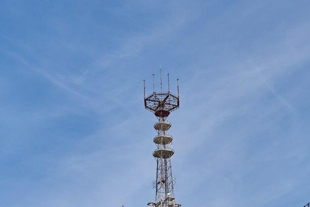 Uma torre de celular no céu