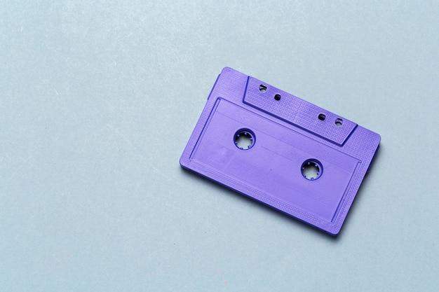 Uma única cassete de áudio retro