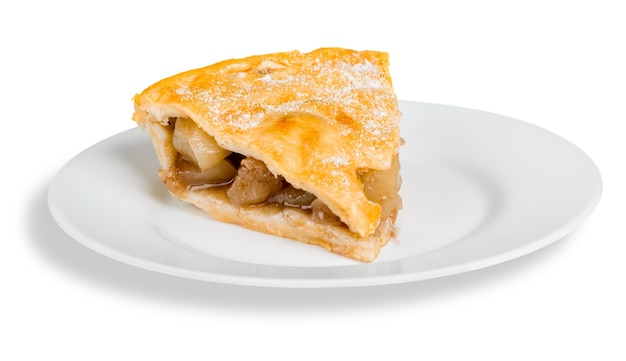 Uma única fatia de torta de maçã isolada no fundo branco