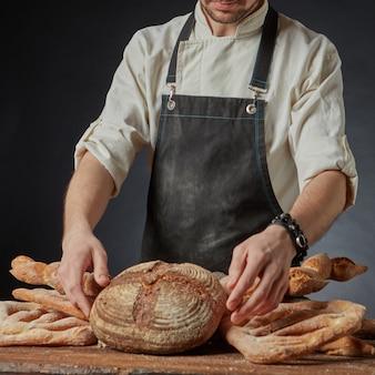 Uma variedade de pães orgânicos frescos