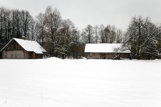Uma velha casa de madeira, fotografada na bielorrússia