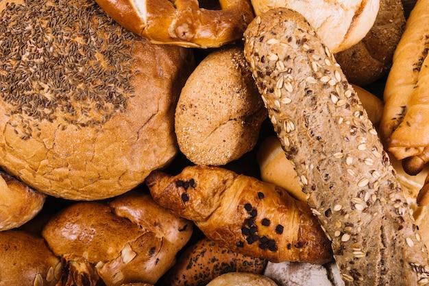 Uma visão aérea de pão acabado de cozer