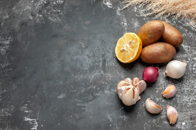 Uma visão aproximada de uma variedade de ingredientes para cozinhar
