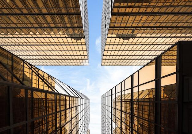 Uma visão ascendente da aparência arquitetônica moderna da cidade, hong kong, china