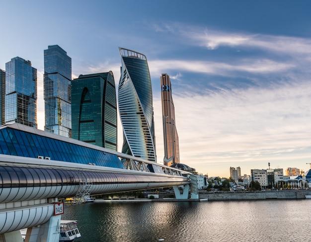 Uma visão do centro internacional de negócios de moscou - moscou-cidade
