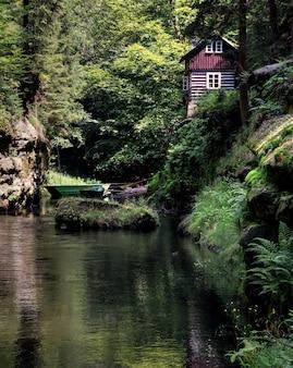 Uma visão sobre a vida cotidiana checa em um dia claro