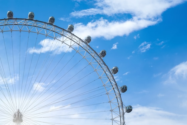 Uma vista do magnífico london eye em londres Foto Premium