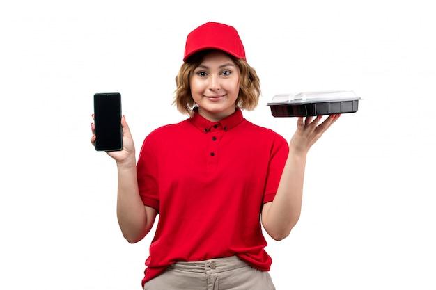 Uma vista frontal, jovem, correio feminino, trabalhadora, de, serviço entrega entrega, segurando tigela, com, comida, e, smartphone, branco