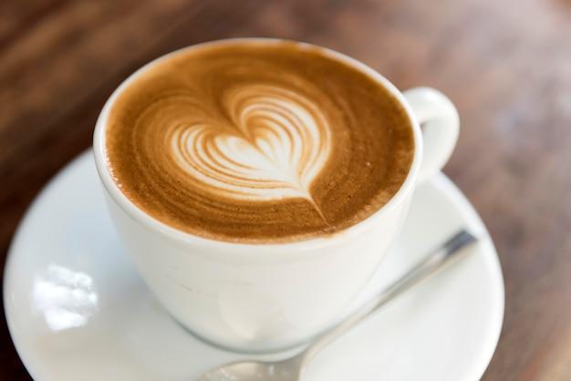 Uma xícara de café com amor latte art
