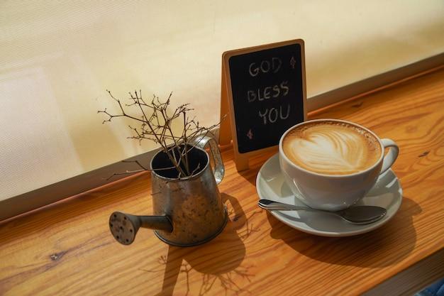 Uma xícara de café com mensagem de bênção