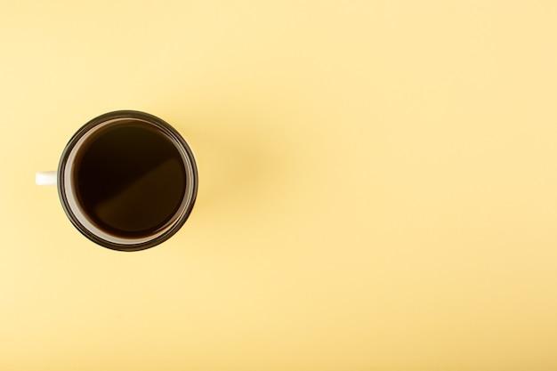 Uma xícara de café com vista de cima