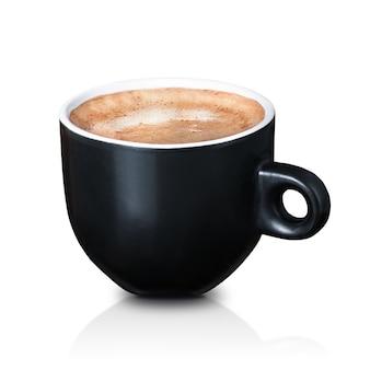 Uma xícara de café preta isolada no branco