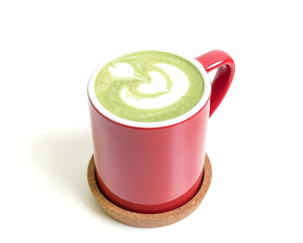 Uma xícara de chá matcha verde matcha chá em uma xícara vermelha isolada matcha isolada