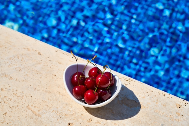 Umas férias tropicais de verão e deliciosos petiscos