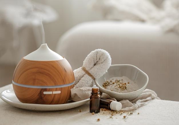 Umidificador difusor de aroma de óleo essencial que difunde artigos de água no ar.