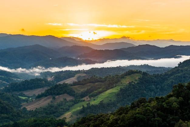 Umphang cidade de manhã, província de tak, tailândia