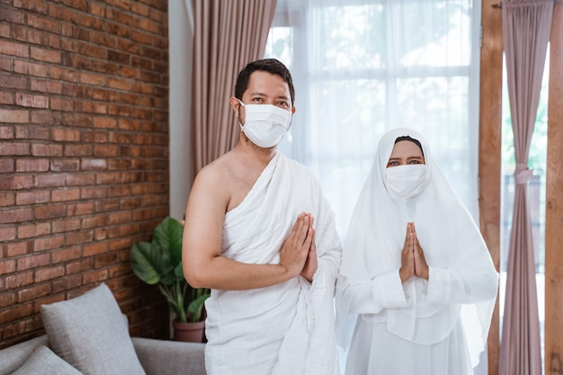 Umrah casal asiático. hajj muçulmano