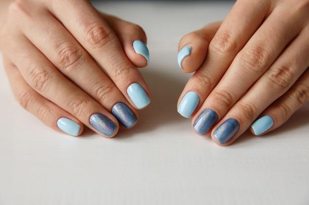 Unhas naturais com manicure bonita