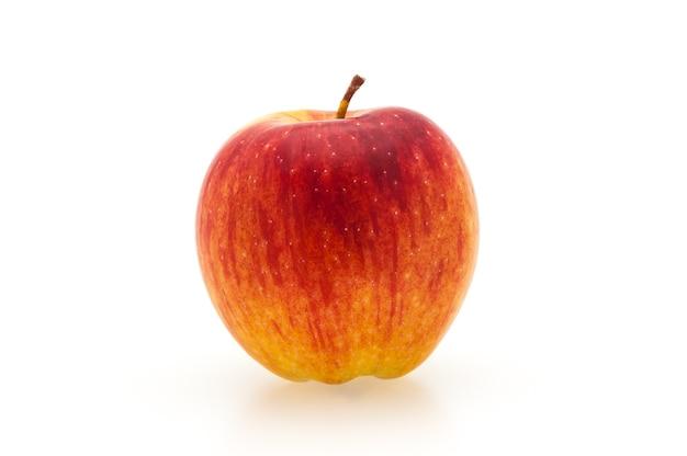 Única maçã vermelha fresca com sombra.