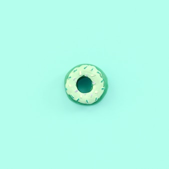 Único pequeno donut de plástico