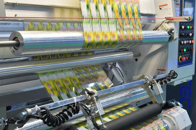 Unidade de máquina de embalagem automática de fita de alta tecnologia para alimentos industriais
