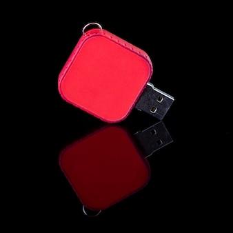 Unidade flash usb isolada em fundo preto