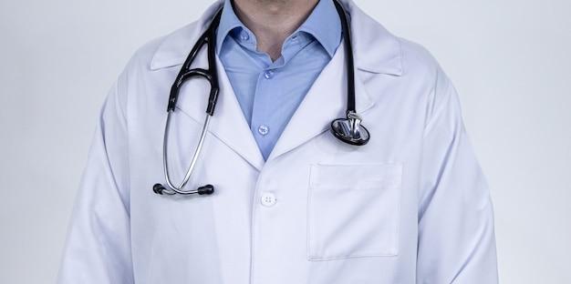 Uniforme médico profissional médico e estetoscópio