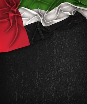 United arab emirates flag vintage em um quadro preto do grunge com espaço para o texto