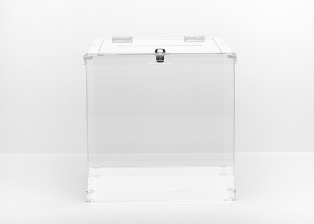 Urna transparente de vista frontal
