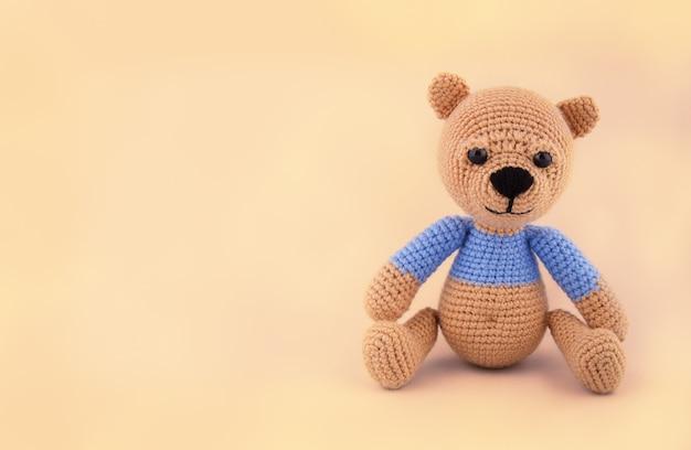 Ursinho de pelúcia de malha, brinquedo macio feito à mão
