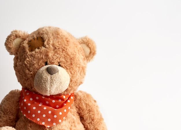 Urso de pelúcia marrom vintage com manchas