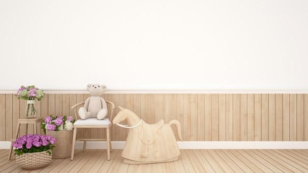 Urso de pelúcia na cadeira e cavalo de balanço na sala de criança no berçário - eu
