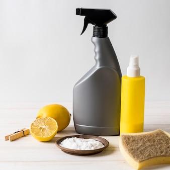 Usando limões para produtos de limpeza orgânica