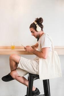 Usando smartphone
