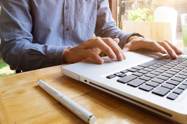 Use loft cafe moderna biblioteca internet