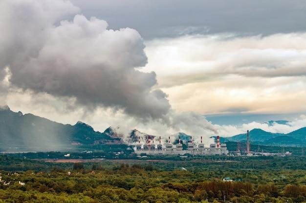 Usina de carvão mae moh em lampang, tailândia