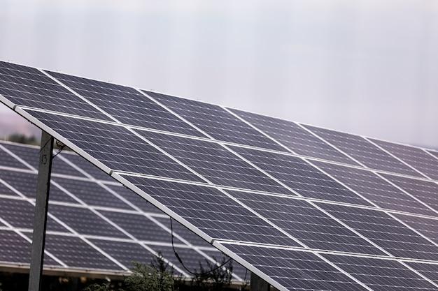 Usina usando energia solar renovável