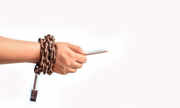 Uso de mão móvel com corrente