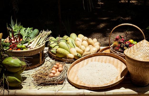 Uso tailandês do jardim vegetal do fruto com cozimento.