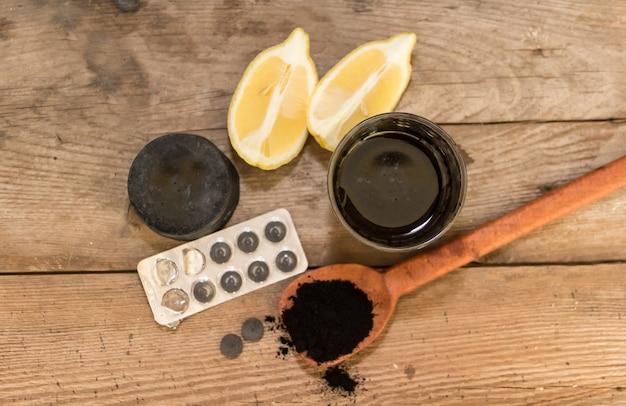 Usos do carvão ativado em cosméticos e medicamentos