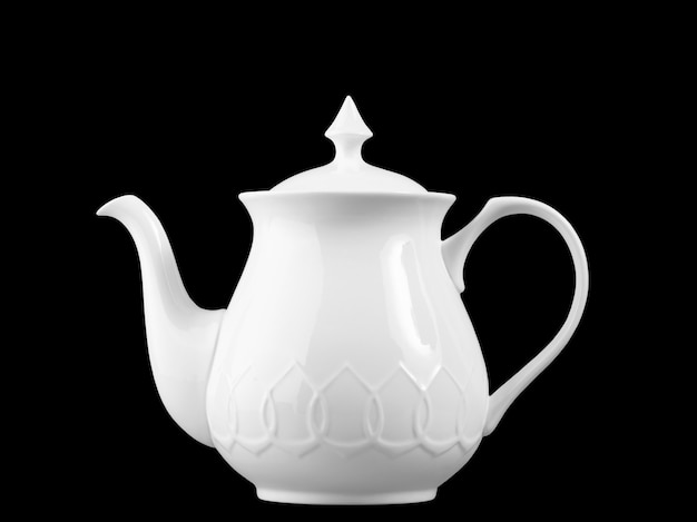 Utensílios de chá feitos de porcelana branca isolada