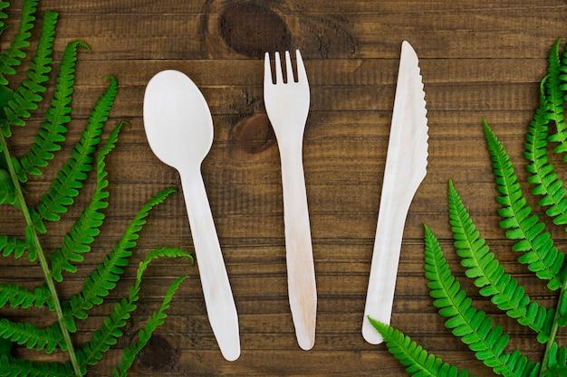 Utensílios de cozinha descartáveis ecológicos