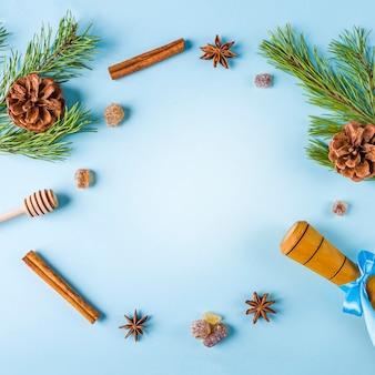 Utensílios de cozinha e decorações em fundo azul