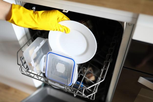Utensílios de cozinha e dona de casa