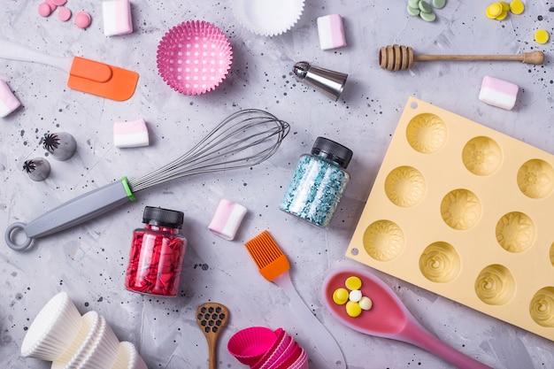 Utensílios de cozinha e ferramentas para o chef confeiteiro profissional