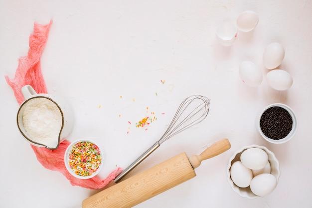 Utensílios de cozinha e ingredientes composição